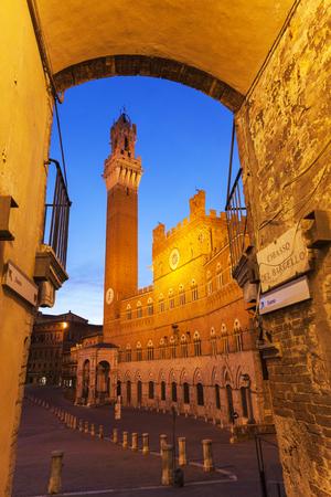 siena: Siena town hall at sunrise. Siena, Tuscany, Italy Stock Photo