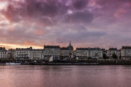 Zonsondergang in Nantes. Nantes, Pays de la Loire, Frankrijk