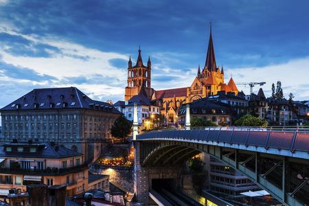 Cathédrale de Lausanne et le panorama de la ville. Lausanne, Vaud, Suisse. Banque d'images - 67131440