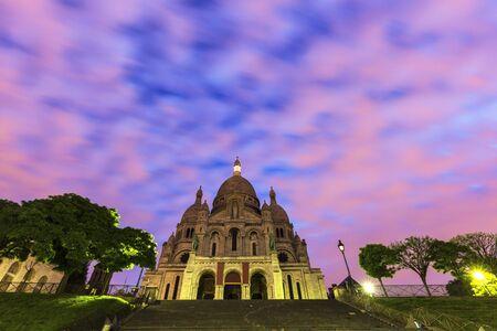 sacre coeur: Basilique du Sacré-C?ur (Sacré-Coeur) à Paris. Paris, France Banque d'images