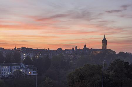 Luxemburg panorama bij zonsondergang. Luxemburg Stad, Luxemburg.