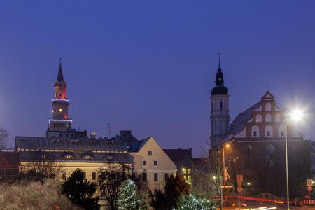 Altstadt von Opole im Regen gesehen Opole, Opolskie, Polen. Standard-Bild - 74299398