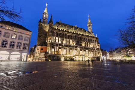 Aachen Town Hall at night. Aachen, North Rhine-Westphalia, Germany. Imagens