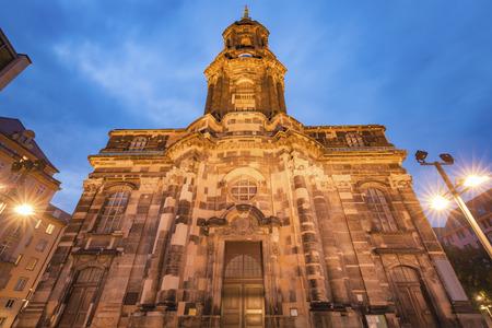 Holy Cross Church in Dresden at night. Dresden, Saxony, Germany. Standard-Bild - 114751013
