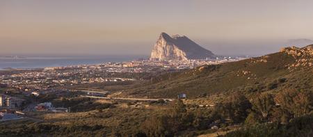 Panorama of Gibraltar seen from La Linea de la Concepcion. La Linea de la Concepcion, Andalusia, Spain. Foto de archivo - 114751758