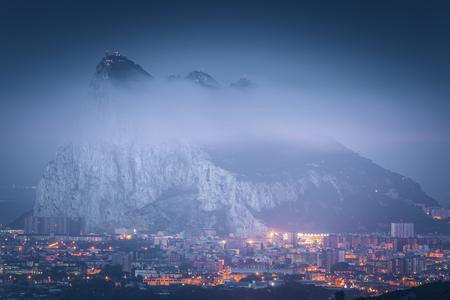 Panorama of Gibraltar seen from La Linea de la Concepcion. La Linea de la Concepcion, Andalusia, Spain. Foto de archivo - 121186702