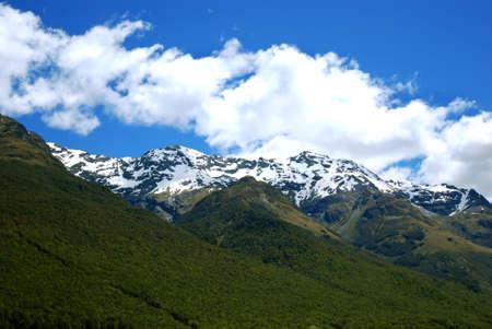 snow capped: Cumbres nevadas en Nueva Zelandia  Foto de archivo