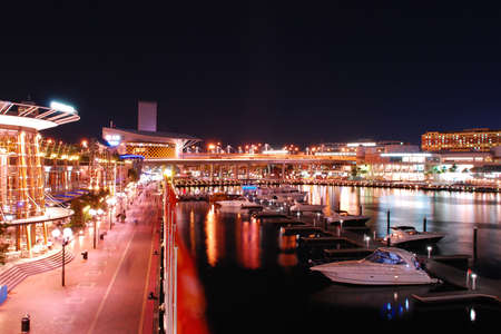 darling: Night time view of Cockle Bay Wharf and Darling Harbour, Sydney Stock Photo