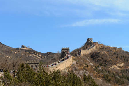A section of the Great Wall of China crowded with tourists, on a bright clear sunny day. Stock Photo - 7071256