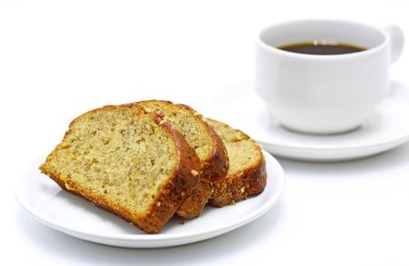 platano maduro: el pan de caf� y pl�tano aislados sobre fondo blanco