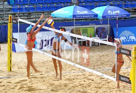 PHUKET, THAILAND - NOVEMBER 4: australia and america players during day 4 of the SWATCH FIVB World Tour 2011 on November 4, 2011 at Karon Beach in Phuket, Thailand