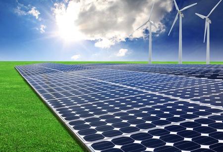 太陽エネルギーのパネルと風力タービン 写真素材