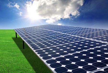 그린 필드에서 태양 전지 패널