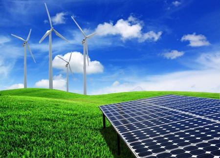 ahorro energia: paneles solares de células de energía y turbinas de viento Foto de archivo
