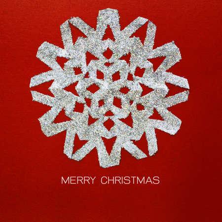 estrellas de navidad: copo de nieve de la Navidad en la tarjeta de papel rojo