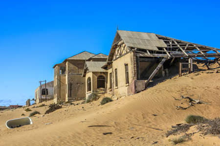 kolmanskop: Kolmanskop, ghost towns in the area of the diamond mines, South Namibia, esterior of a house.