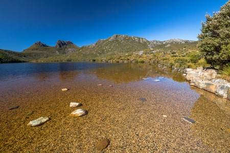 clair: Dove Lake is is an ancient glacial lake near Cradle Mountain in Tasmania, Australia. It lies in the famous tourist and Cradle Mountain and Lake St Clair National Park. . Stock Photo