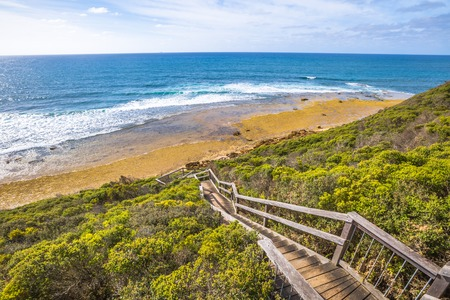Walkway to the legendary Bells Beach - the beach of the cult film Point Break, near Torquay, gateway to the Surf Coast of Victoria, Australia, where bigins the tourist Great Ocean road. Imagens - 42024842