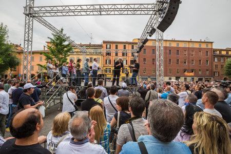 Bologna, Italia - 10 Mag 2014: Beppe Grillo parla in Piazza San Francesco per Movimento 5 Stelle M5S partito.