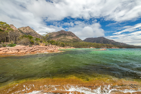 granite park: Honeymoon Bay is located near Coles Bay in the Freycinet Peninsula.The Freycinet National Park,is a paradise of pink granite mountains,white beaches and turquoise sea on Tasmanias east coast,Australia