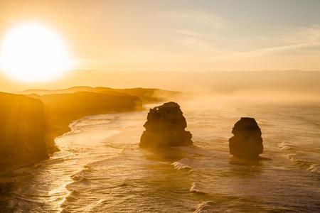 Tramonto spettacolare di Gibson Steps da parte dei dodici apostoli a Port Campbell National Park sulla Great Ocean Road, stato di Victoria, in Australia.