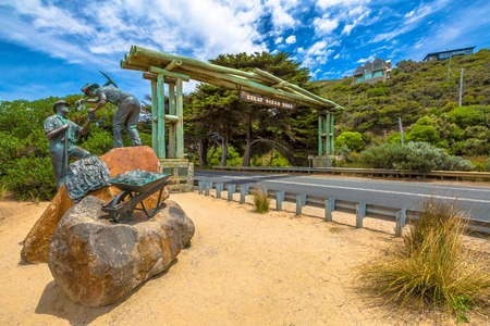 The Great Ocean Road Memorial Archway was built to commemorate the 3,000 soldiers returned from World War I who built the Road between 1918 - 1932. The Arch is located 5 km west of Aireys Inlet. .