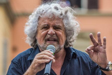 Beppe Grillo parla a Bologna Italia 10 Maggio 2014 in Piazza San Francesco Movimento 5 Stelle M5S.