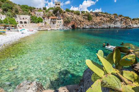 mania: Spectacular landscape of Alypa Beach, Mania Peninsula, Lakonia, Peloponnese, Greece, a beautiful stone beach with a transparent and turquoise sea. Stock Photo