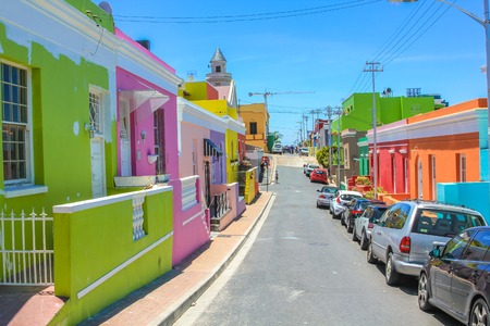 The colorful houses of Bo-Kaap, famous Malay Quarter is the Muslim Malay village in Cape Town, one of the most picturesque part of town, South Africa. Stok Fotoğraf - 45850840