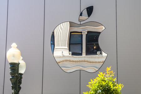 Cupertino, Californie, États-Unis - 15 août 2016: Apple signe le siège mondial d'Apple à One Infinite Loop, Cupertino, dans la Silicon Valley. Apple Inc. est une société technologique multinationale américaine.