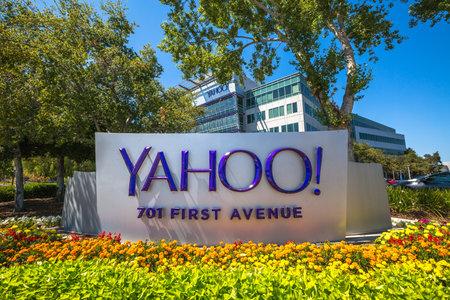 Sunnyvale, CA, Estados Unidos - 15 de agosto 2016: icono de Yahoo fuera de la sede de Yahoo. Yahoo es una empresa que presta servicios de Internet fundado en 1994 por David Filo y Jerry Yang.