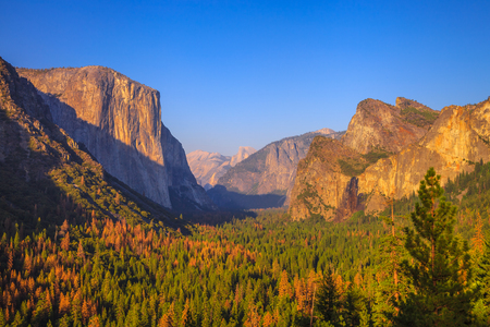 Yosemite National Park at iconic Tunnel View overlook. Front view of popular El Capitan and Half Dome at sunset. Summer american holidays. California, United States. Stock Photo
