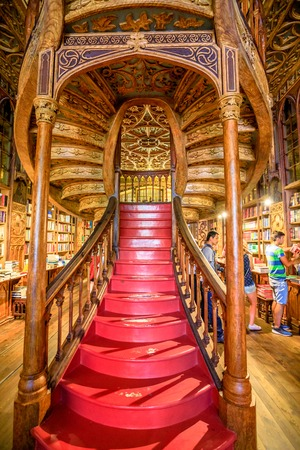 Oporto, Portugal - August 13, 2017: large wooden staircase with red steps inside Library Lello and Irmao, one of the worlds most beautiful libraries in historic center, famous for Harry Potter film. 新闻类图片