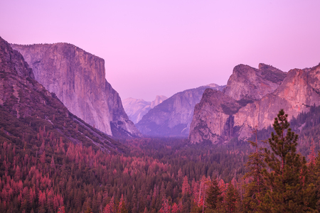 north cascade national park: Magenta sunset in Yosemite National Park. El Capitan and Half Dome Tunnel View overlook in a pink sunset, golden hour. Summer american holidays. California, United States.