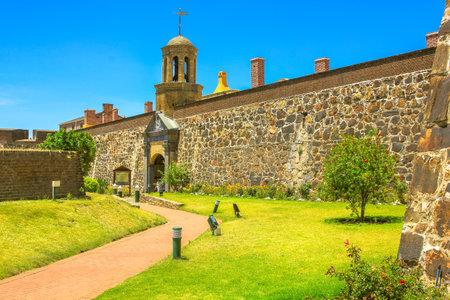 Kapstadt, Südafrika - 11. Januar 2014: grüner Hof des Schlosses der guten Hoffnung von Kapstadts gesetzgebender Hauptstadt von Südafrika.