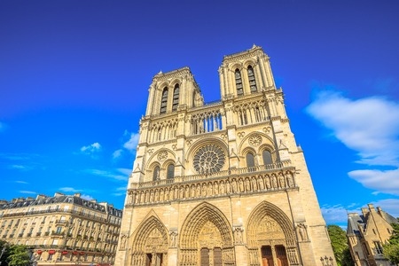 Details of French architecture of Notre Dame cathedral of Paris, France. Beautiful sunny day in the blue sky. Our Lady of Paris church. Central main facade with towers and gothic rosettes. Archivio Fotografico