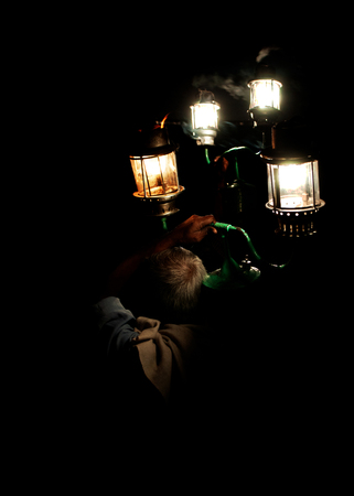 Man carries lights at a traditional Indian wedding in Kolkata Stock Photo