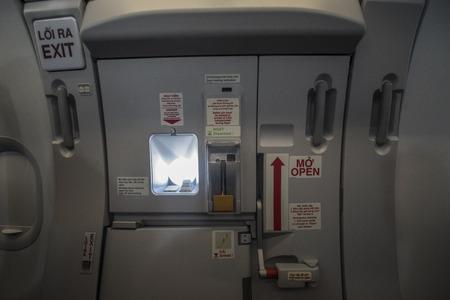 Notausgang in einem Flugzeug einer vietnamesischen Firma