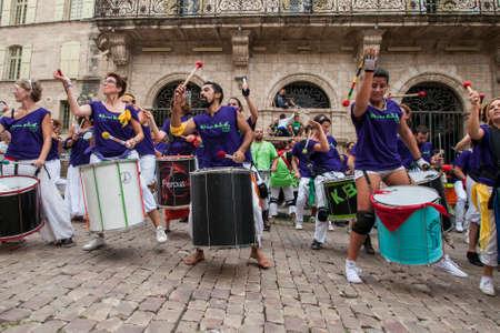 Tens of drummers meet at an Inter-Batuk performance in Pézenas, France 新聞圖片