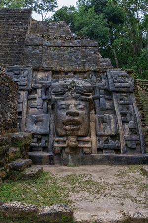 The Mayan ruins of Lamanai. Banque d'images - 103737074
