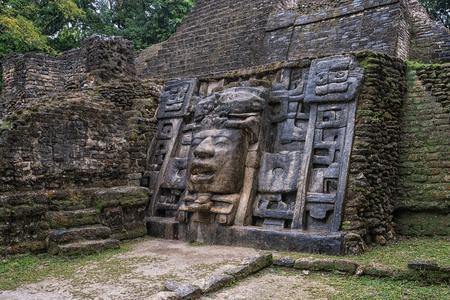 The Mayan ruins of Lamanai. Banque d'images - 103737090