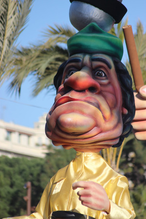 rey caricatura: Nice, France - February 21 2016: Caricature of Muammar Gaddafi Colonel Gaddafi. Parade Float During the Carnival of Nice Carnival Parade 2016 in French Riviera. The Theme for 2016 Was King of Media Editorial