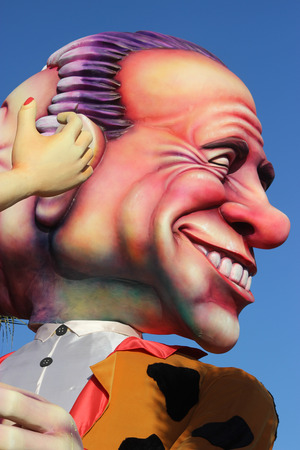 rey caricatura: Nice, France - February 21 2016: Caricature of Silvio Berlusconi. Berlusconi is a Businessman and an Italian Politician. Parade Float During the Carnival of Nice Carnival Parade 2016 in French Riviera. The Theme for 2016 Was King of Media