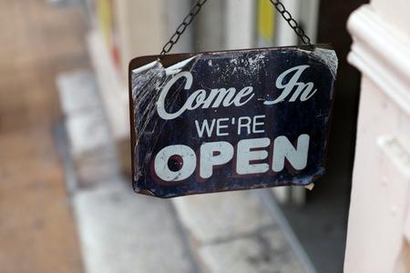 私たちはオープン、メタルティンサインで来てください。ヴィンテージスタイル