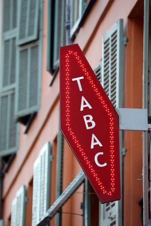 French Red And White Tobacco Sign. In France Foto de archivo - 119774057