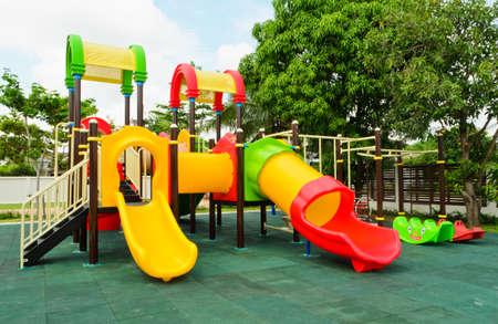 zona: Coloridos juegos sin hijos Foto de archivo