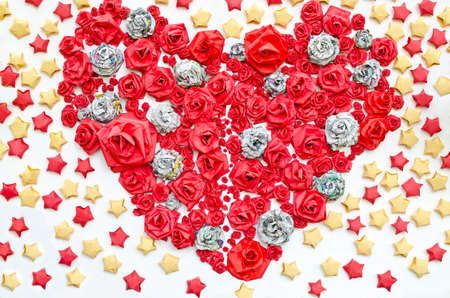 dacorated: Roses from paper dacorated in hearth shape among star background Stock Photo