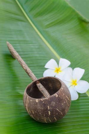 Old thai style coconutshell ladle on banana leaf Standard-Bild