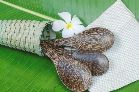 Palm sugar rice spoons on green banana leaf Standard-Bild