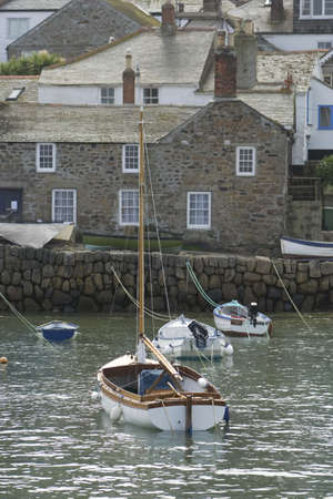 mousehole: MOUSEHOLE HARBOUR, CORNWALL, UK   Stock Photo